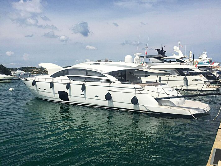 ADUR yacht Pershing