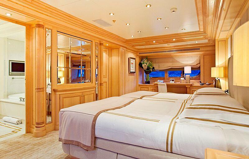 Olmida yacht stateroom