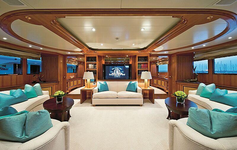 Olmida yacht saloon