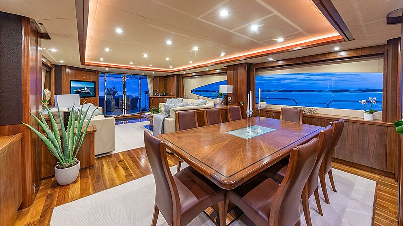 Kefi yacht dining