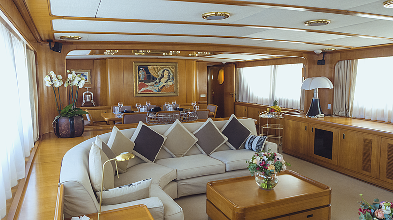 Freemont yacht saloon