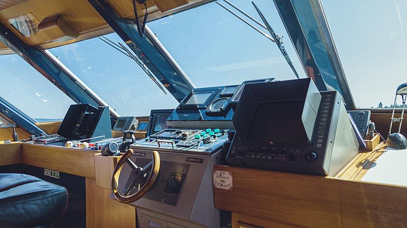 Freemont yacht wheehlouse