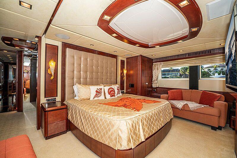Vivere yacht master stateroom