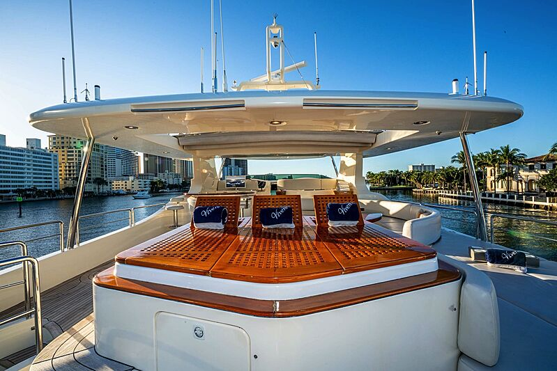 Vivere yacht sundeck