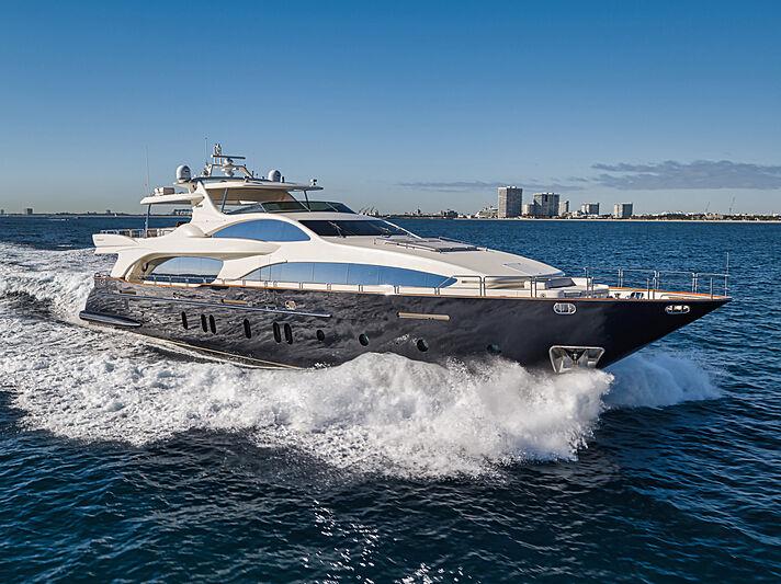 Vivere yacht cruising