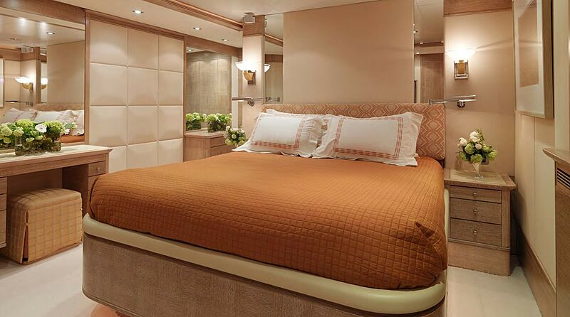 Balaju yacht stateroom