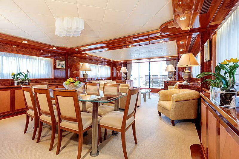Param Jamuna III yacht dining room