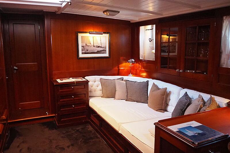 Iduna yacht saloon