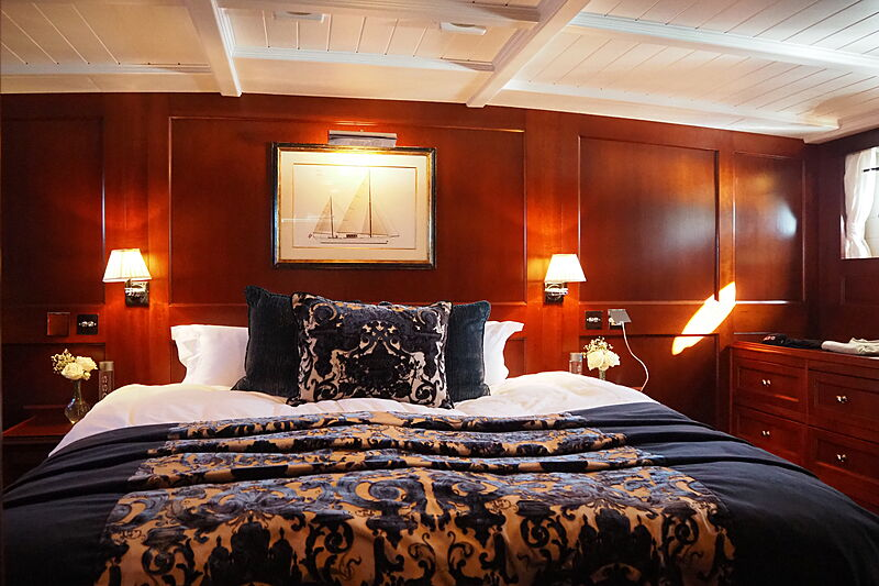 Iduna yacht stateroom