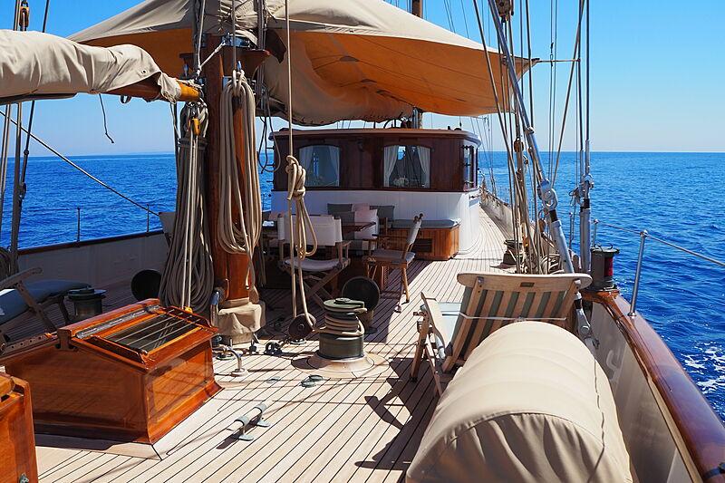 Iduna yacht deck