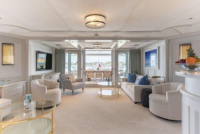 Mosaique yacht sky loundge