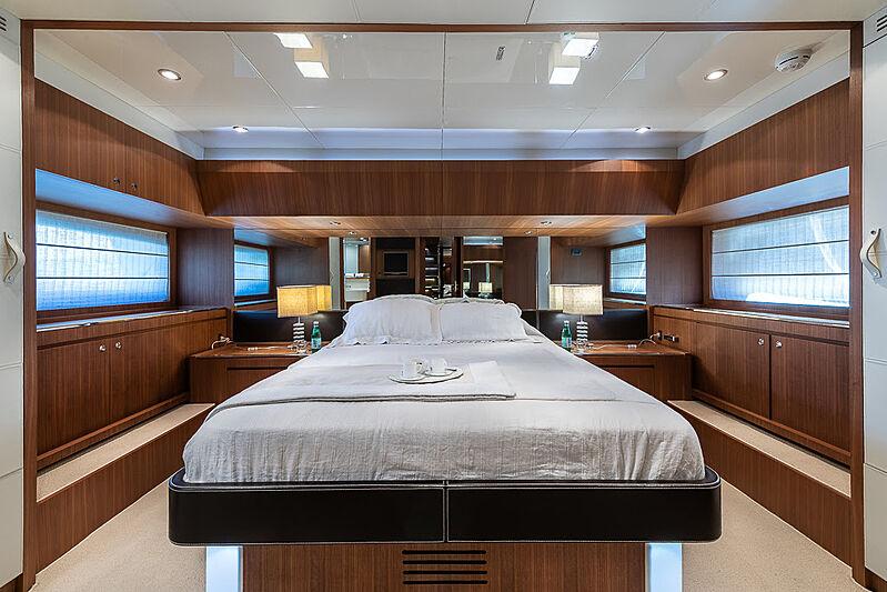 Cobana yacht stateroom