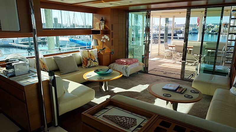 Seabiscuit yacht saloon