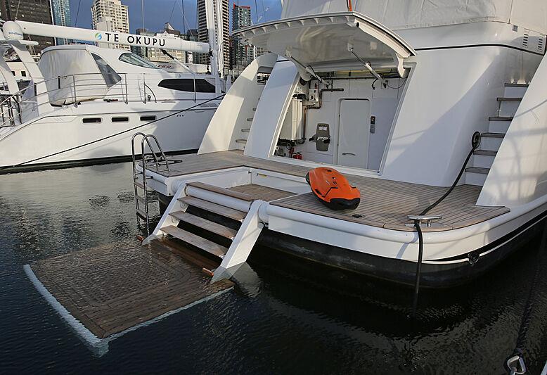 Mahalo yacht beach club