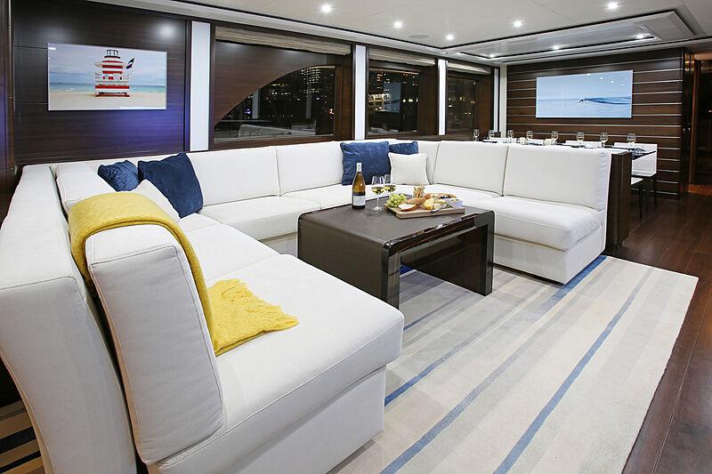 Mahalo yacht saloon