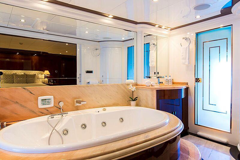 Silentworld yacht bathroom