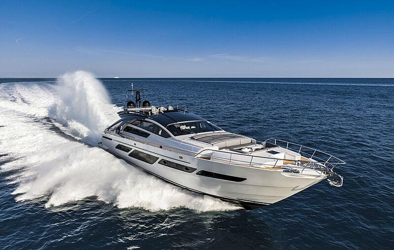 Pershing 9X yacht Najati