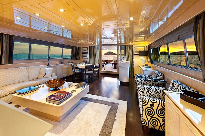 Saudades yacht saloon