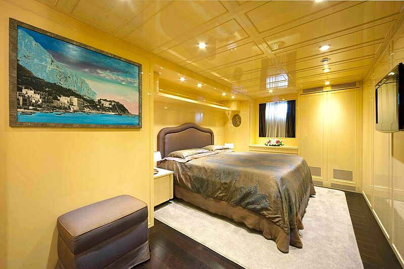 Saudades yacht stateroom
