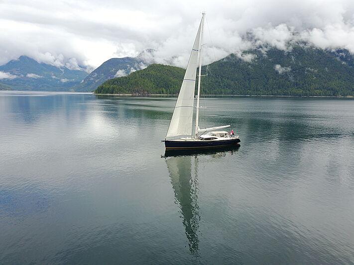 Ayni yacht sailing