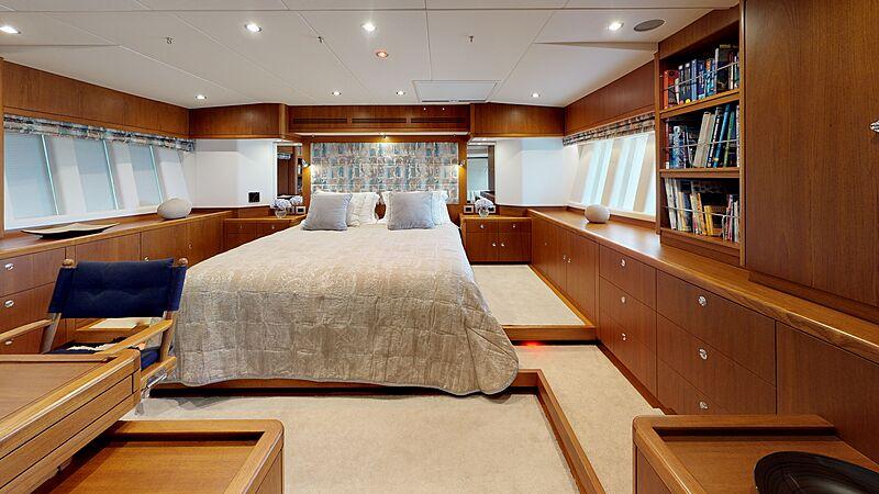 Ayni yacht master's cabin