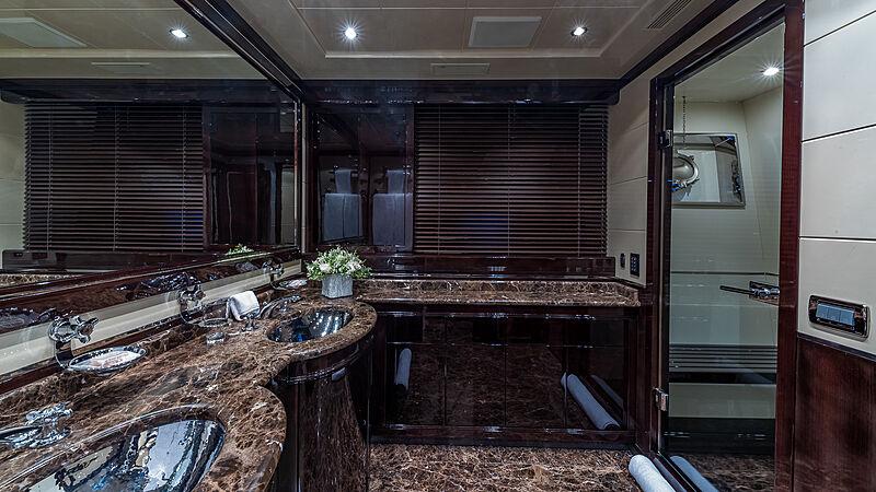 Jomar yacht bathroom