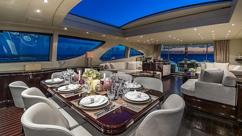 Jomar yacht dining
