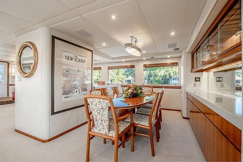 Edison yacht dining