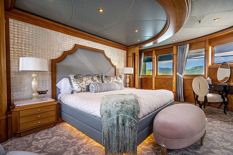 Vibrance yacht master stateroom