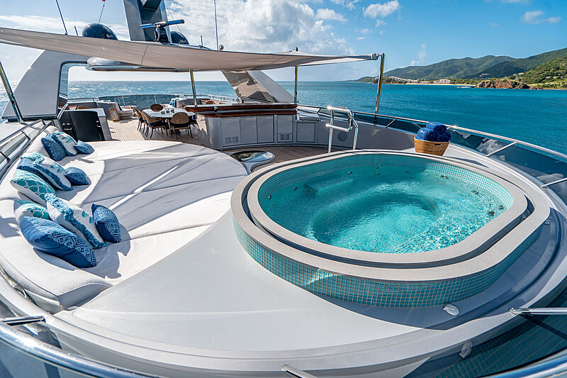 Vibrance yacht jacuzzi