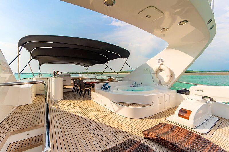 Mia Kai yacht jacuzzi
