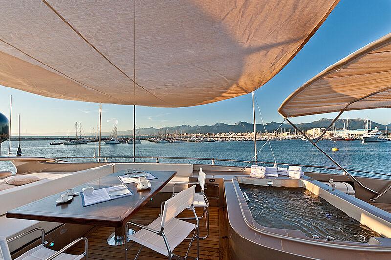 Five Waves yacht jacuzzi