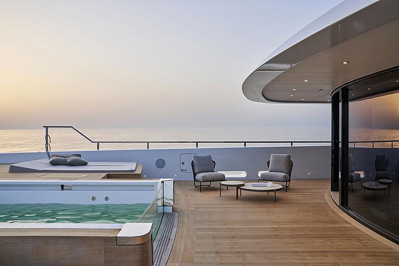 Cloud 9 yacht owner deck pool