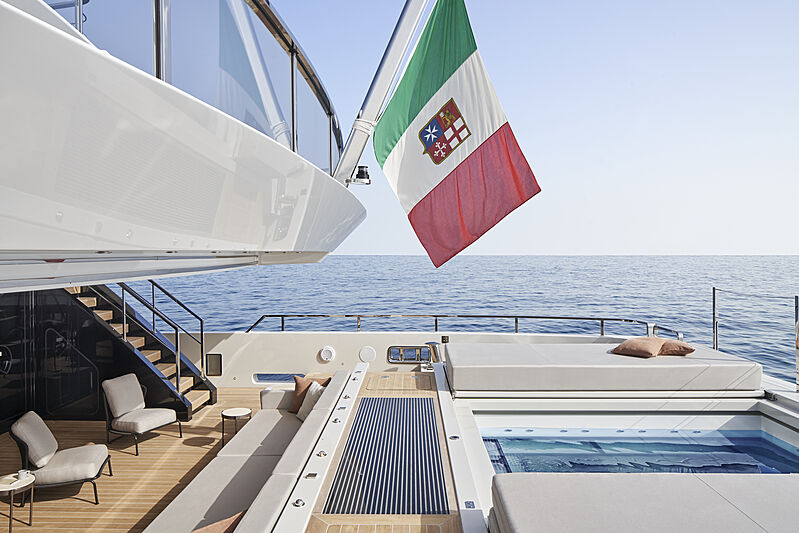 Cloud 9 yacht pool