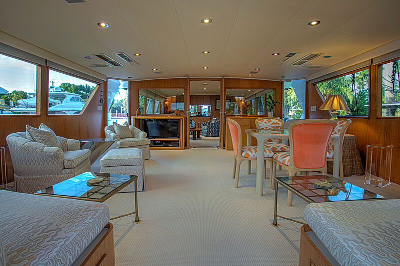 Zantino III yacht saloon