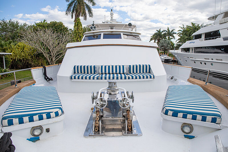 Zantino III yacht foredeck
