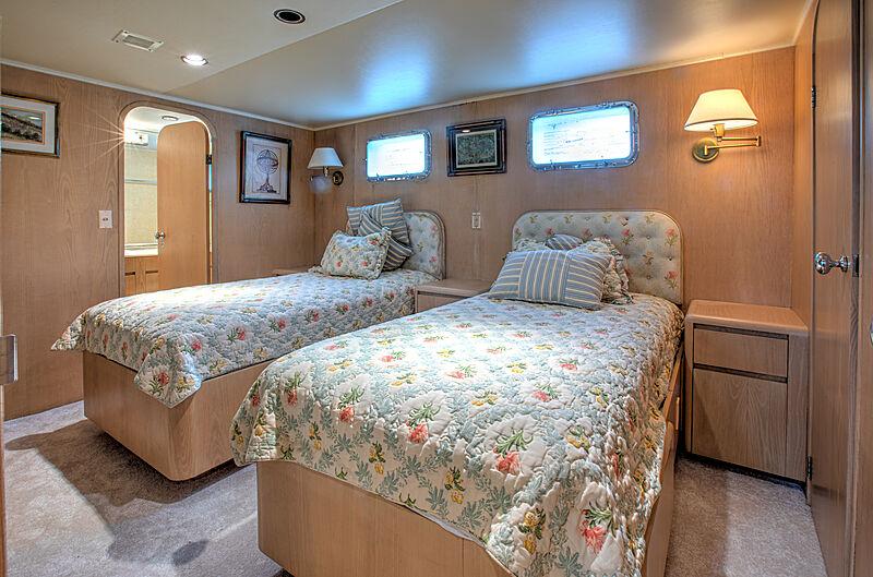 Zantino III yacht stateroom