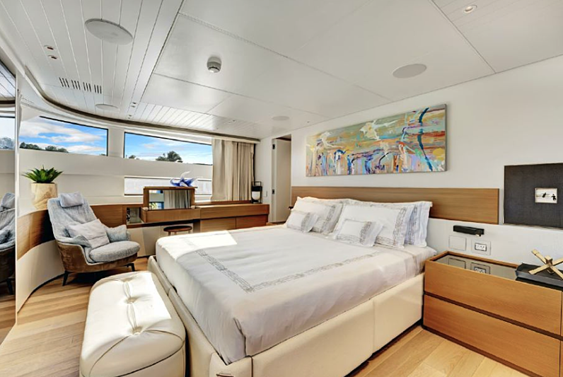AD 52 yacht stateroom