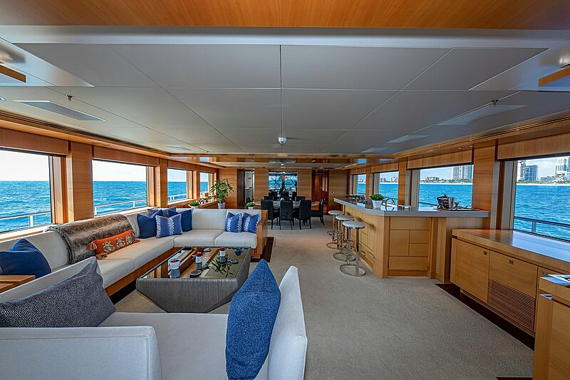 Arete yacht saloon
