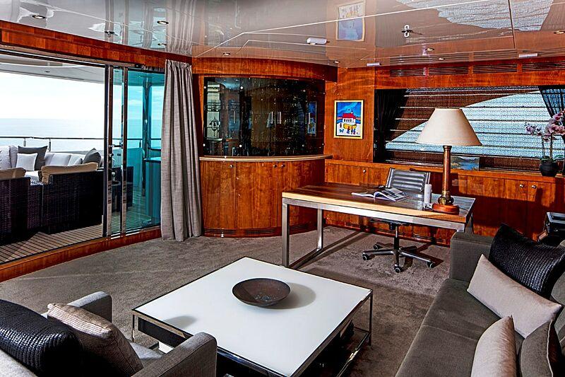Komokwa yacht saloon