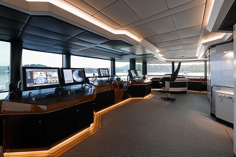 Lady Moura yacht wheelhouse