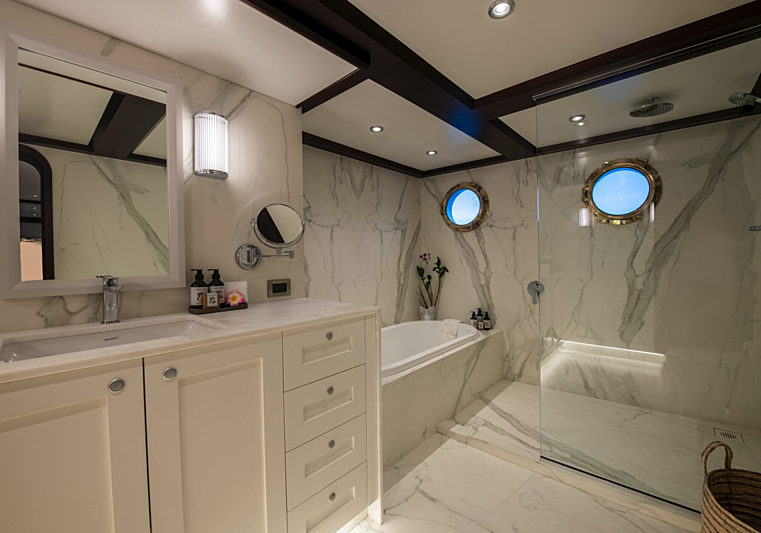 Latitude yacht bathroom