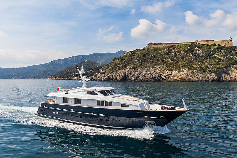 Tex yacht cruising