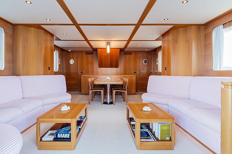 Tex yacht saloon