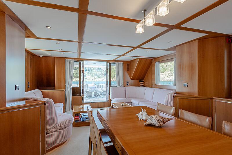 Tex yacht dining