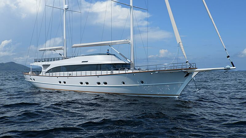 Acapella yacht cruising