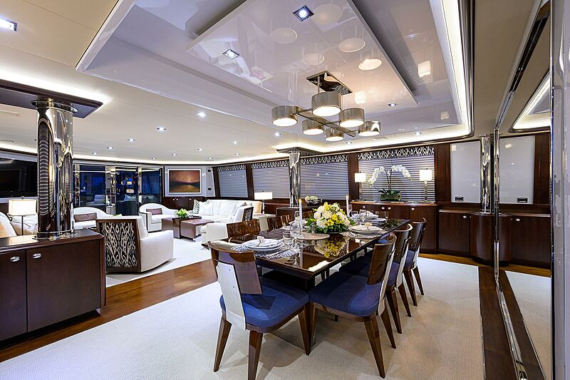 Freedom yacht dining