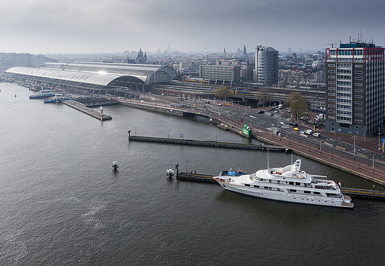 Lady Duvera yacht by Hakvoort in Amsterdam