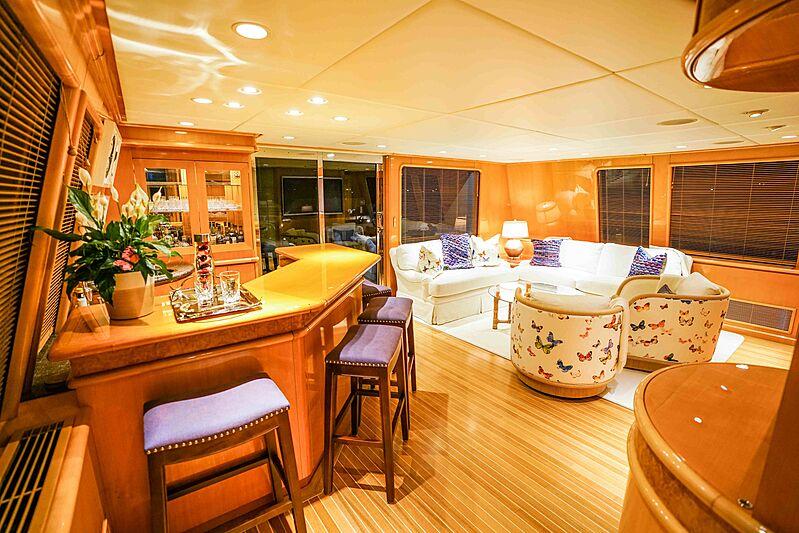 Wonderland yacht bar
