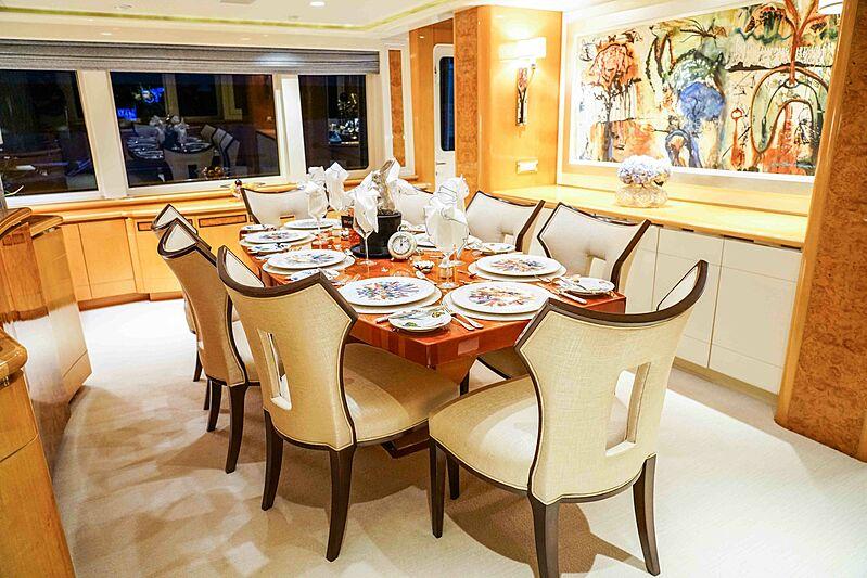 Wonderland yacht dining